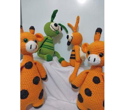 Knitted giraffe yellow